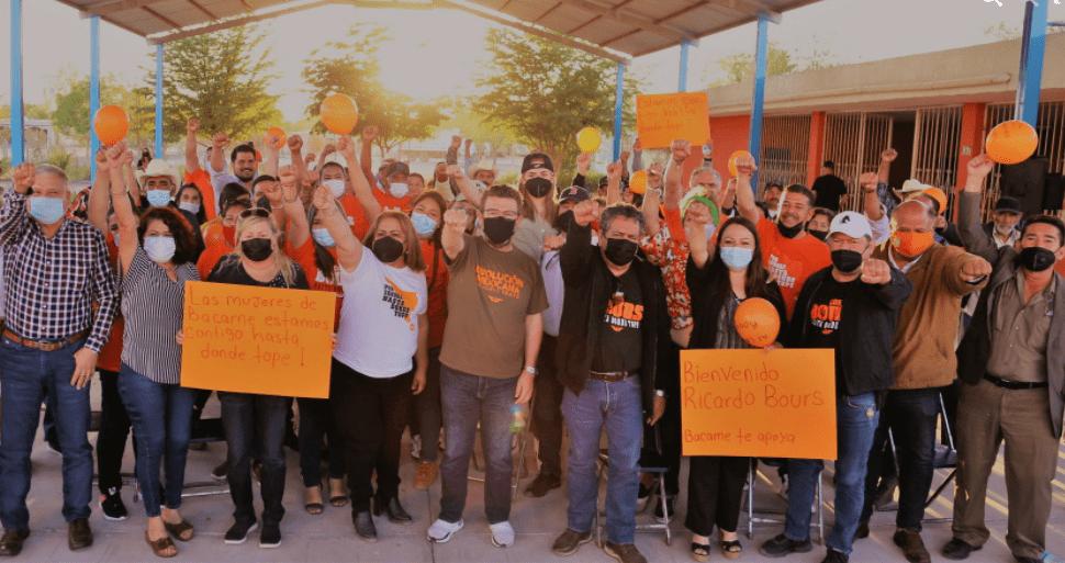 Ricardo Bours en campaña en Bacame Nuevo