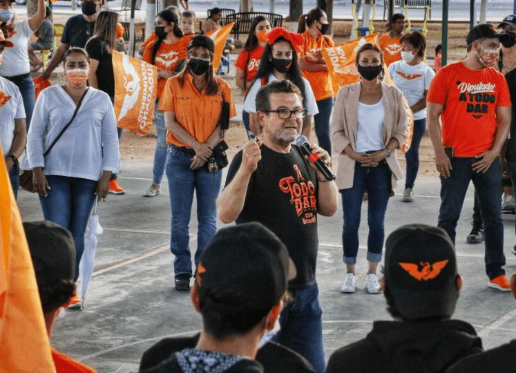 Ricardo Bours hablando en Copacabana Hermosillo